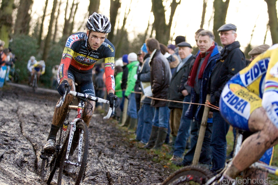 Niels Albert had to sit out many races in the last four weeks, since he injured his wrist in a collision with a car. This was his first race since and he showed ample strength when he went straight after Sven Nys and Wellens when they broke away from the rest of the field.