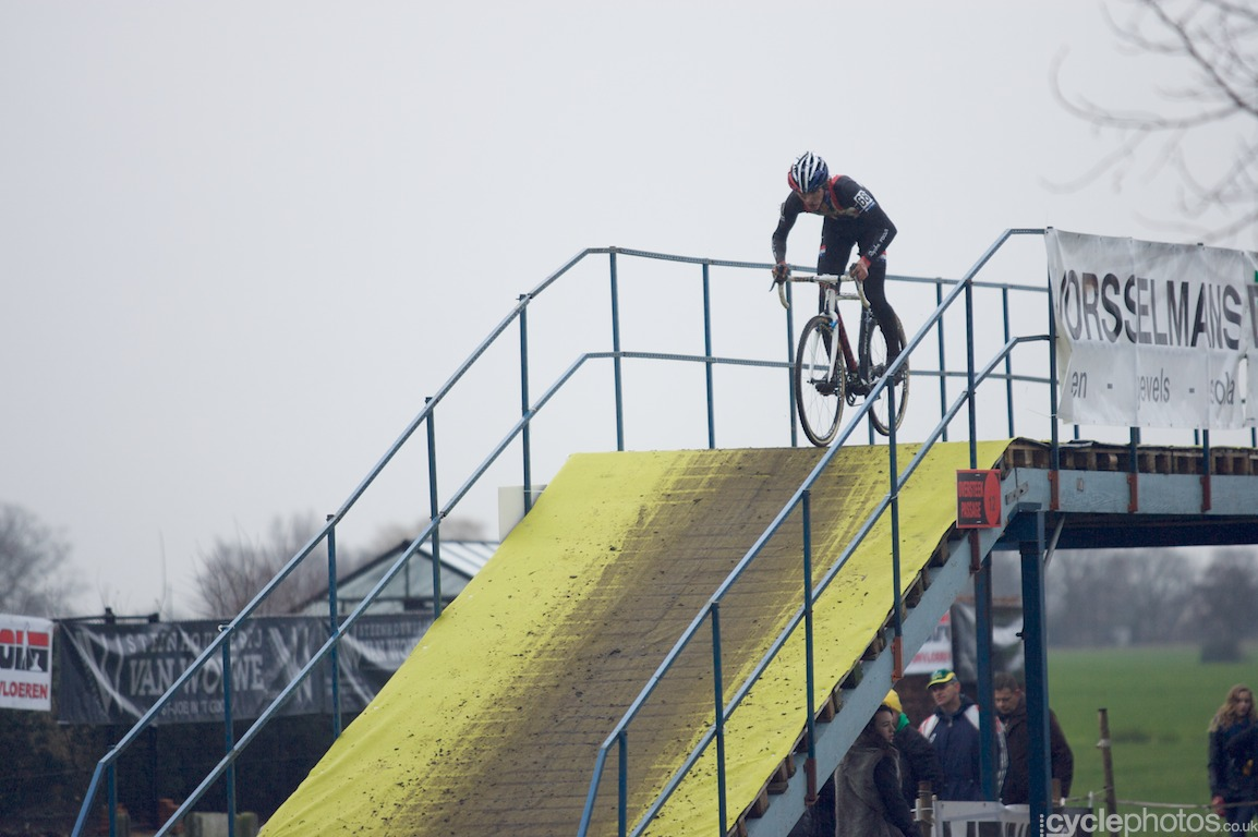 Zach McDonald rides on the bridge in the last lap of the fifth round of the Bpost Bank Trofee Azencross in Loenhout.