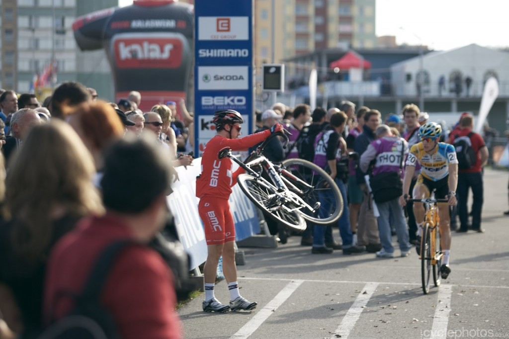 Julien Taramarcaz lugs his bike around before the start of the elite men's cyclocross World Cup race in Tabor.
