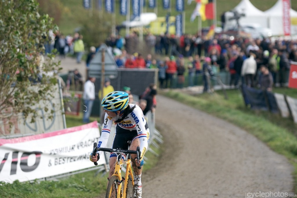 Nikki Harris in the second lap of the women's Bpost Bank Trofee cyclocross race at Koppenberg.