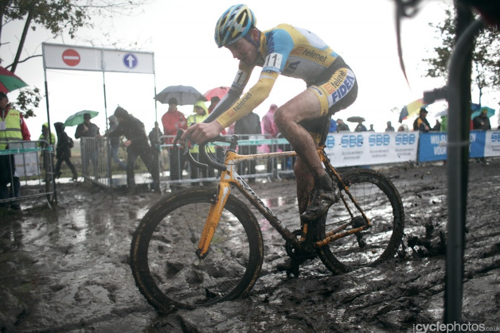 Toon Aerts in the fourth lap of the U23's cyclocross Superprestige race in Hamme-Zogge