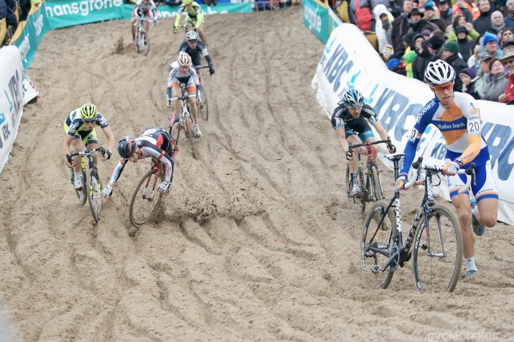 2013-cyclocross-superprestige-zonhoven-42-crash