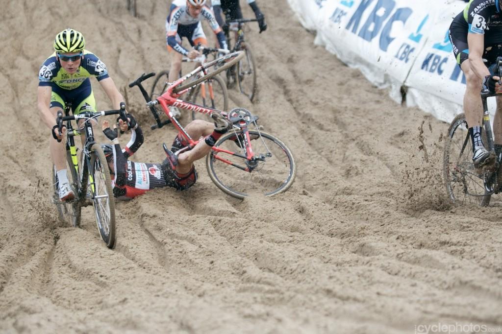 2013-cyclocross-superprestige-zonhoven-43-crash