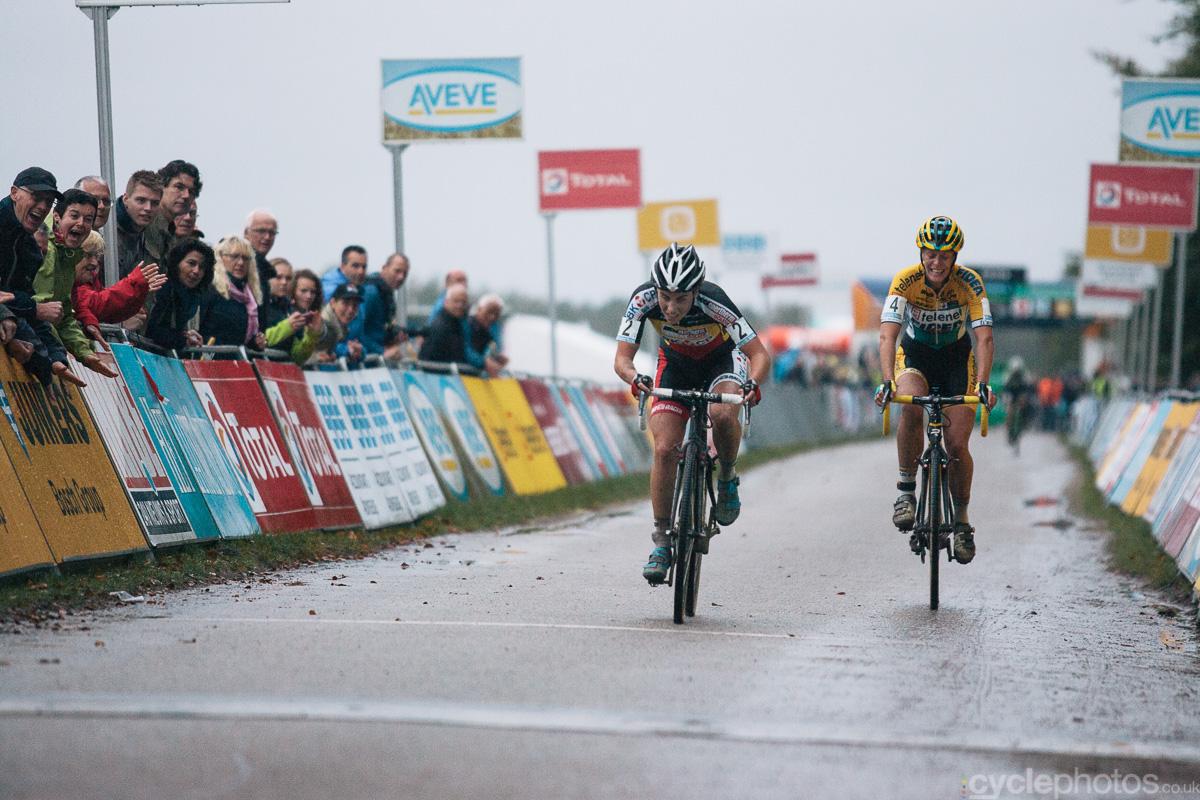 The women�s Superprestige cyclocross race in Gieten ended in a sprint finish between Sanne Cant and Ellen Van Loy. Photo by Balint Hamvas / cyclephotos.co.uk