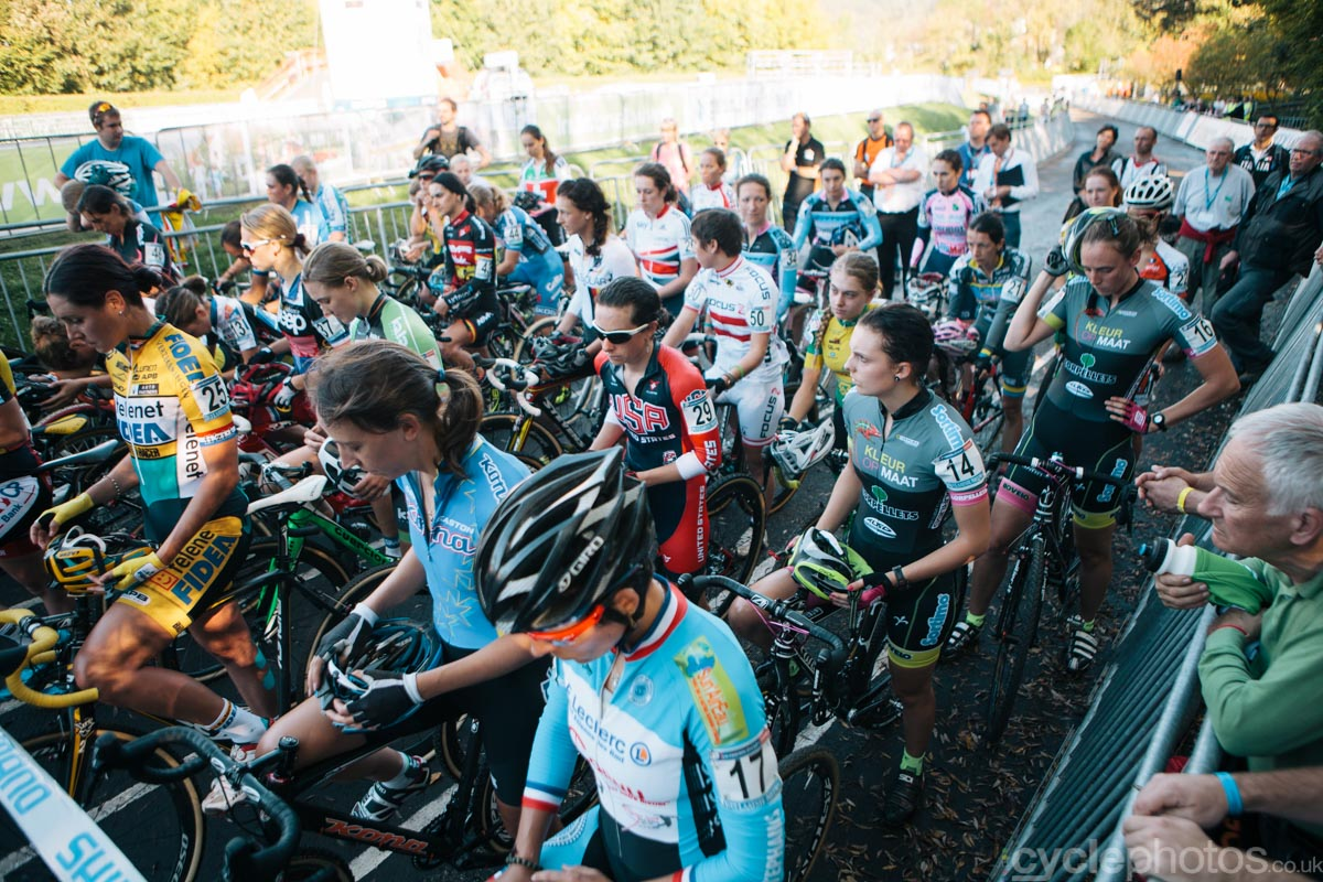 A minute silence was held before the women's race, to remember Annefleur Kalvenhaar, who died during a crash earlier this year.