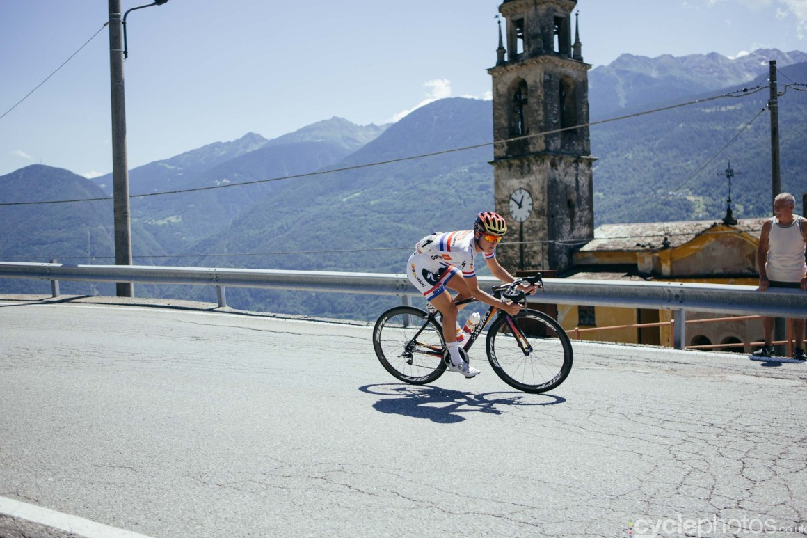 Lizzie Armitstead descends during the 6th stage of the 2015 Giro Rosa