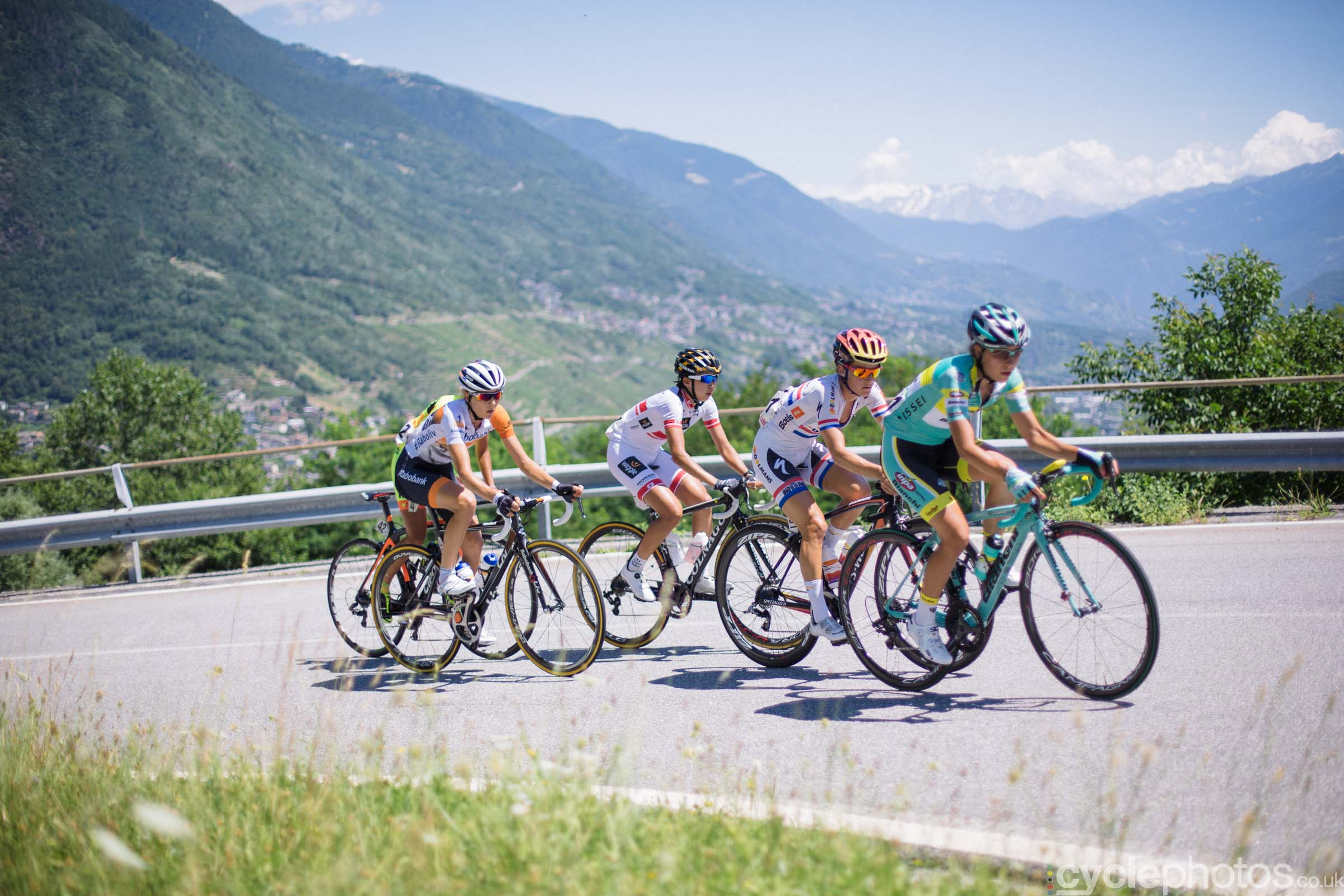 Lizzie Armitstead climbs during the 6th stage of the 2015 Giro Rosa