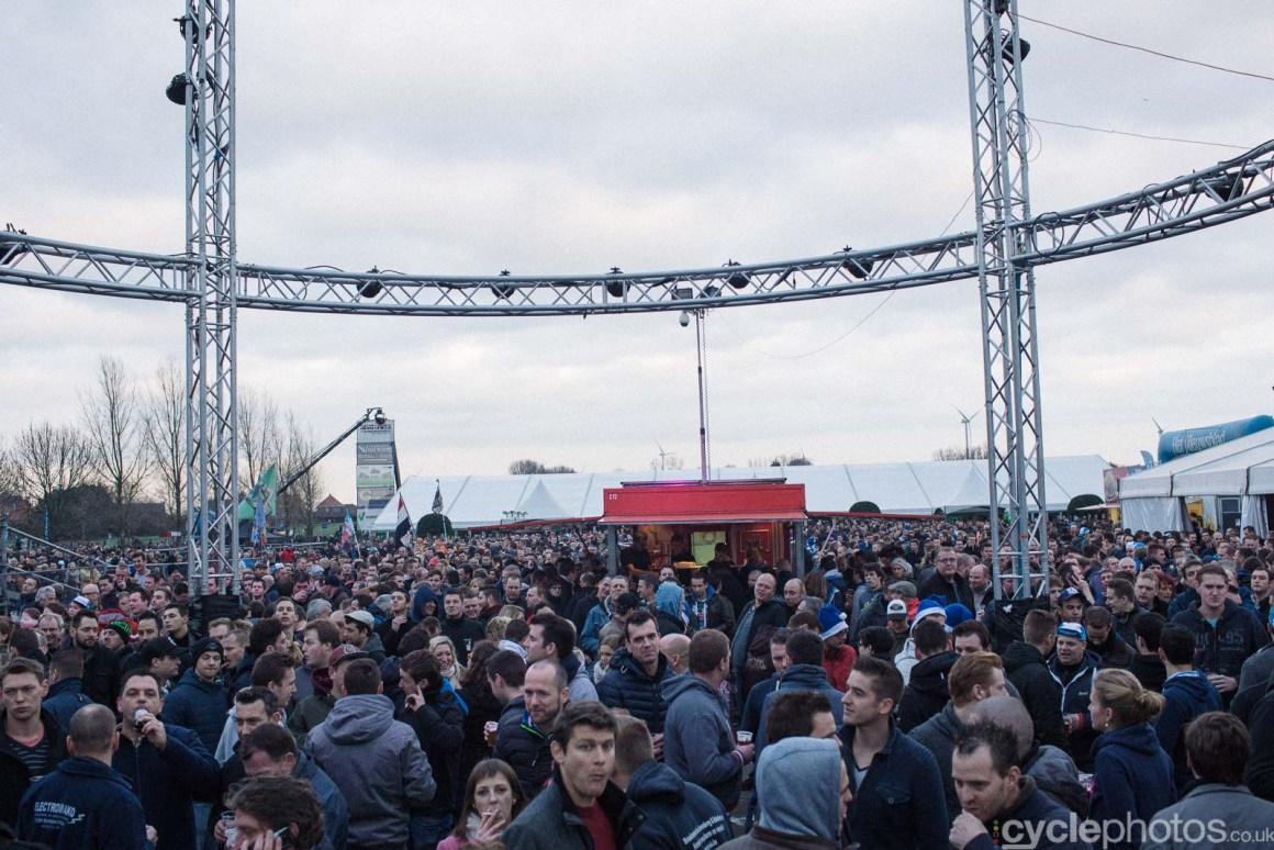 2015-cyclephotos-cyclocross-azencross-155031-crowd