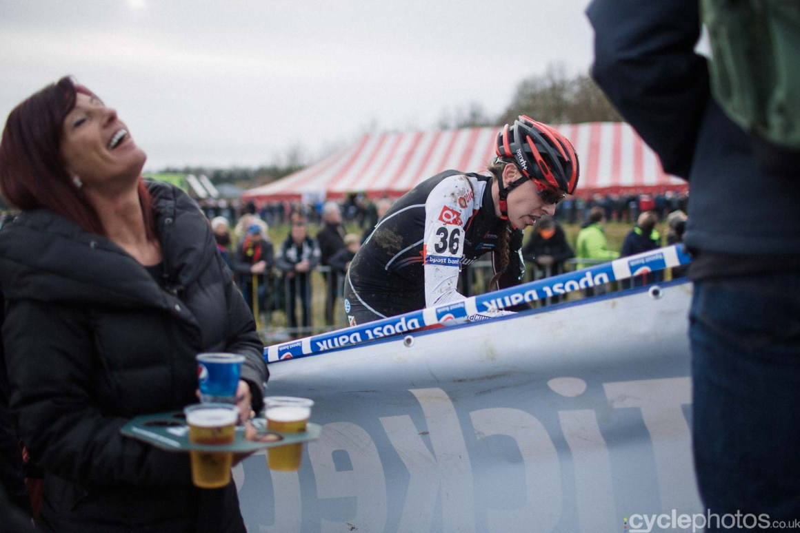 2016-cyclephotos-cyclocross-gpsvennys-142322-beer-and-rider