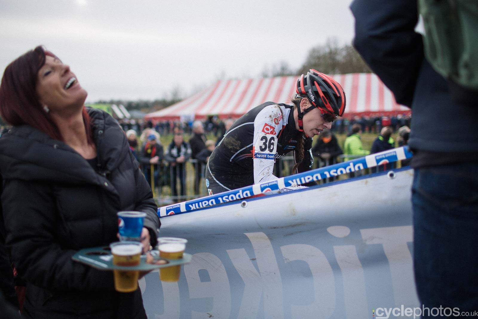 2016-cyclephotos-cyclocross-gpsvennys-142322-beer-and-rider