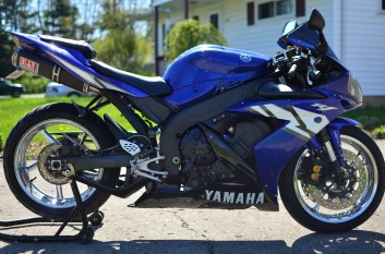 Blue & Chromed 2004 Yamaha R1