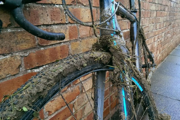 The carbon forks leave plenty of room for an hours worth of  'cross racing