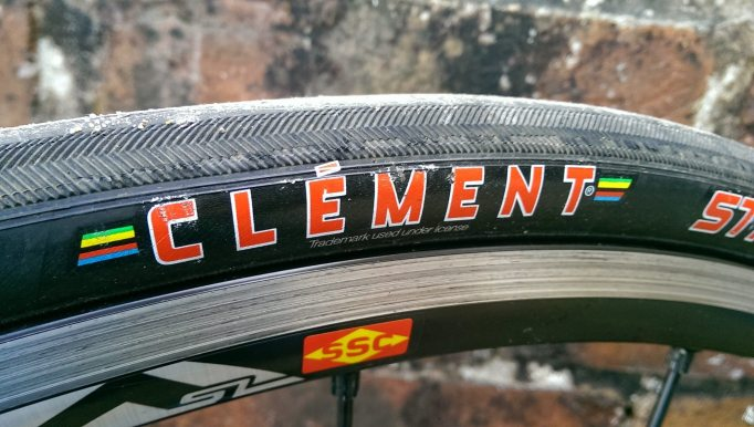 A classic logo and a classic tread pattern. The Strada LGG looks like a proper racing tyre