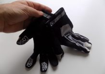 Magnetic tabs on the cuffs help keep the gloves together