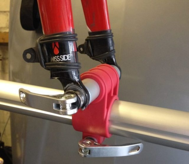 The Minoura RS1600 front wheel clamp holds your forks firmly in place