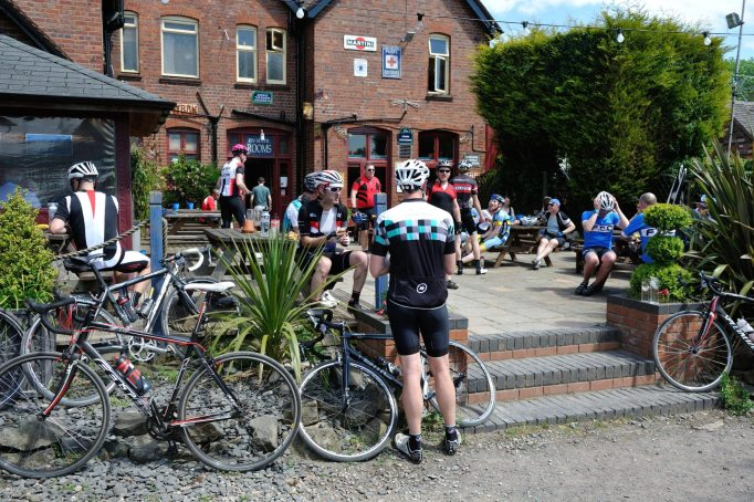 What could be more pleasant on a sunny day than a quick pint at the feed stop?