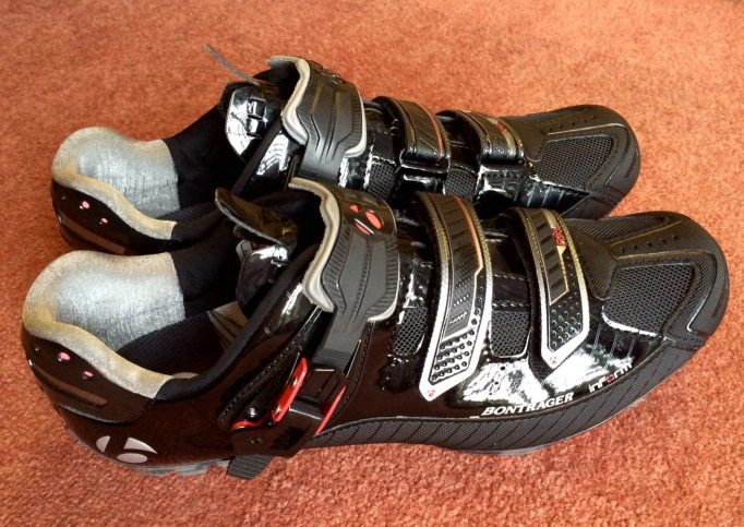 Micro-Fitt II retention system and two velcro straps provide reliable fastening