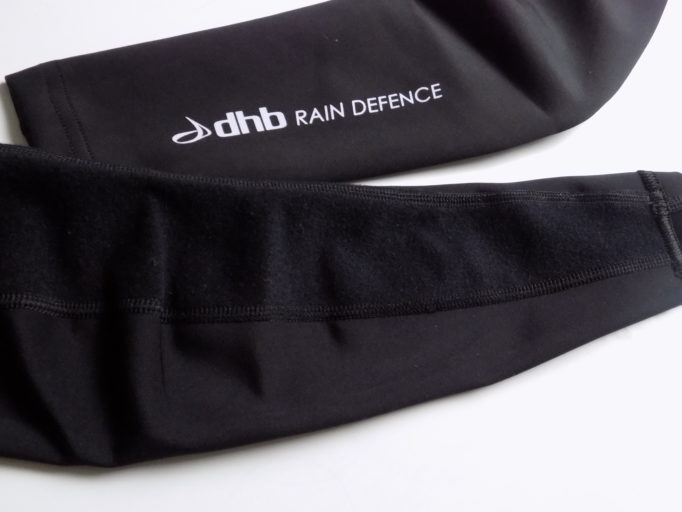 Both leg and arm warmers have a brushed fleece finish on the inside, facing away from the rain
