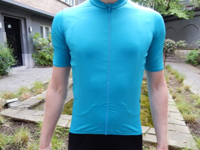 The teal colour makes the jersey stand out on the road