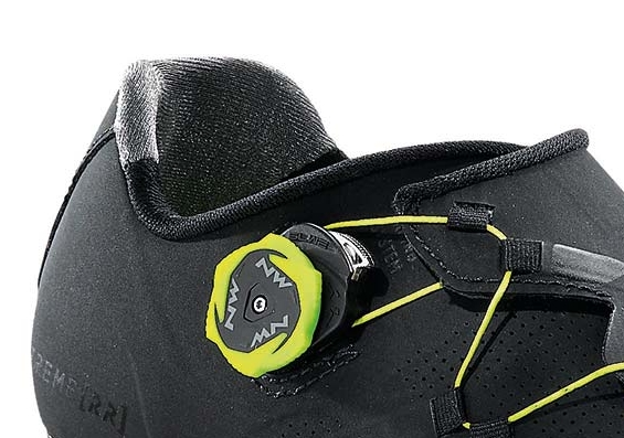 Grippy, directional fibres keep your heel in place. The SLW2 dial allows fine tuning in both directions