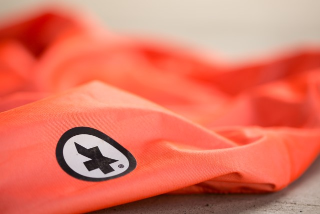 detail of the Assos logo on Équipe RS cycling jacket