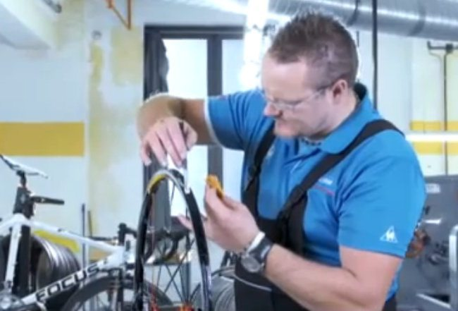 How to glue on a tubular tyre…