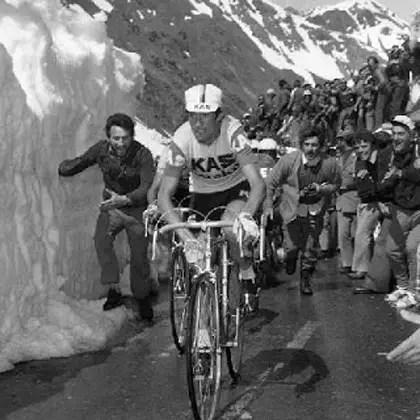 Francisco Galdós climbing Passo dello Stelvio, 1975