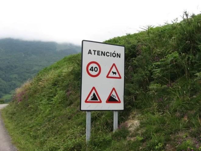 Alto de l'Angliru, signs