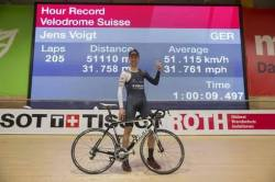 Jens Voigt breaks the Hour Record