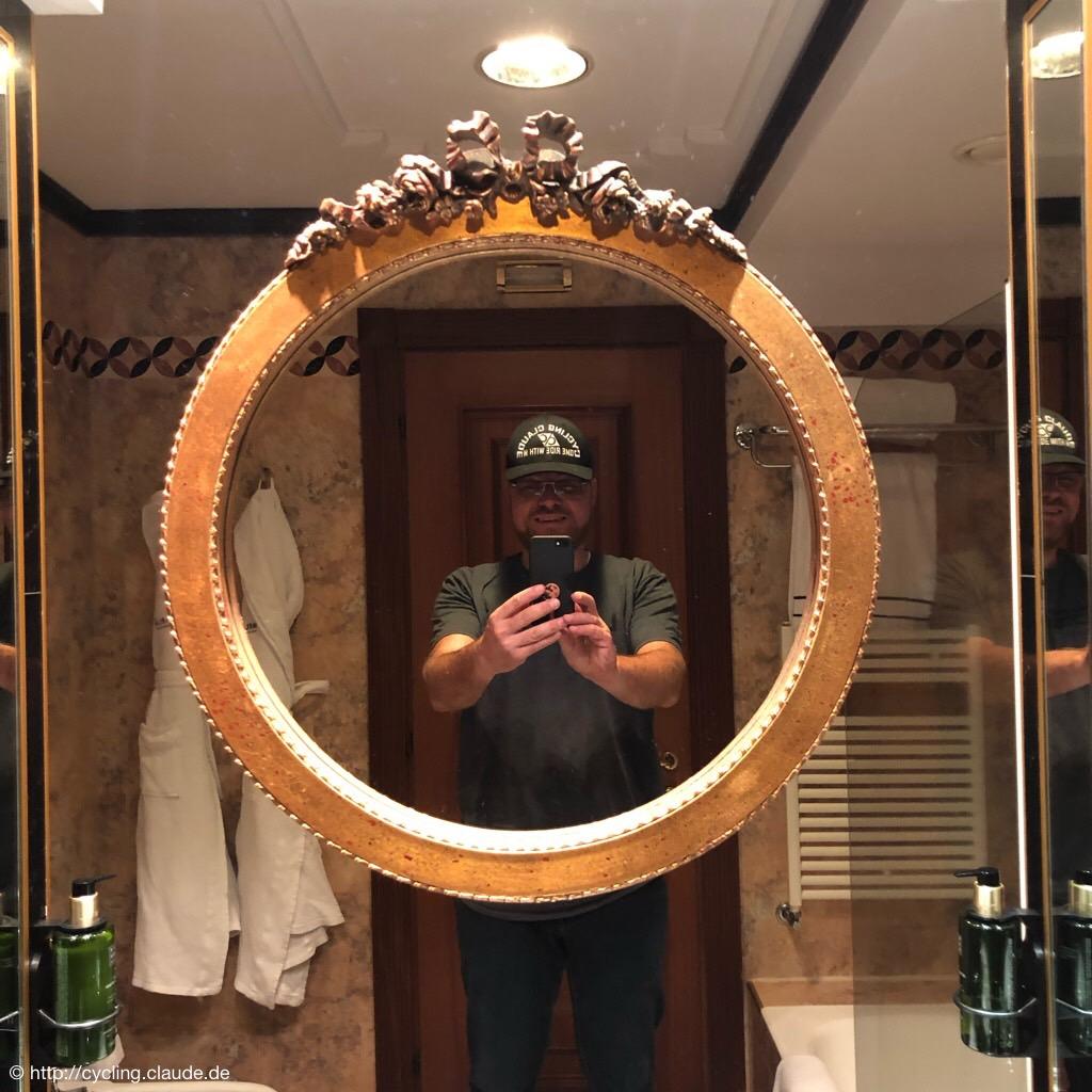 Im Hotel Melia in Mailand im Badezimmer