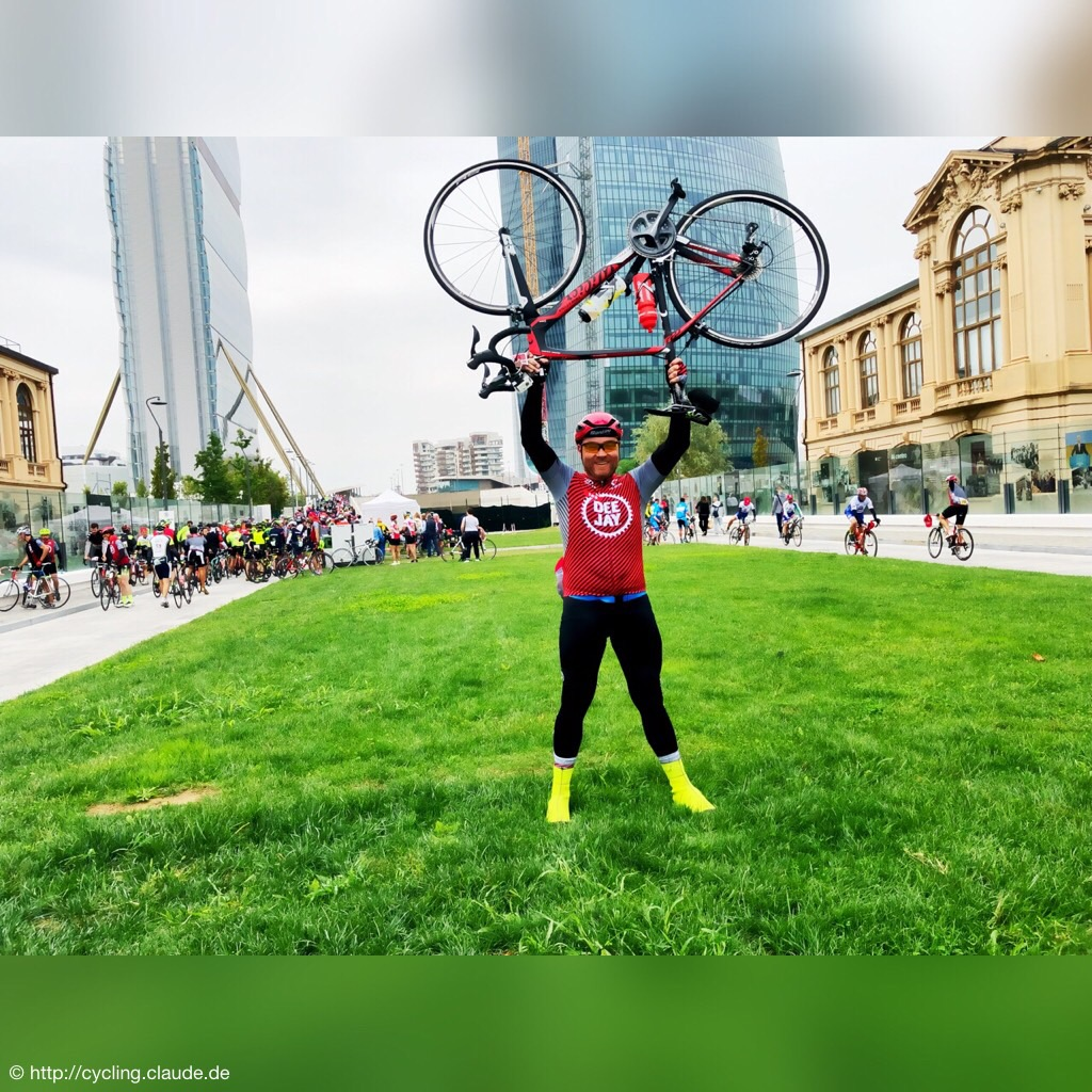 CyclingOlli nach dem Zieleinlauf - Jubel