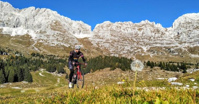 Altopiano del Montasio in bicicletta: la salita da Sella Nevea (UD)