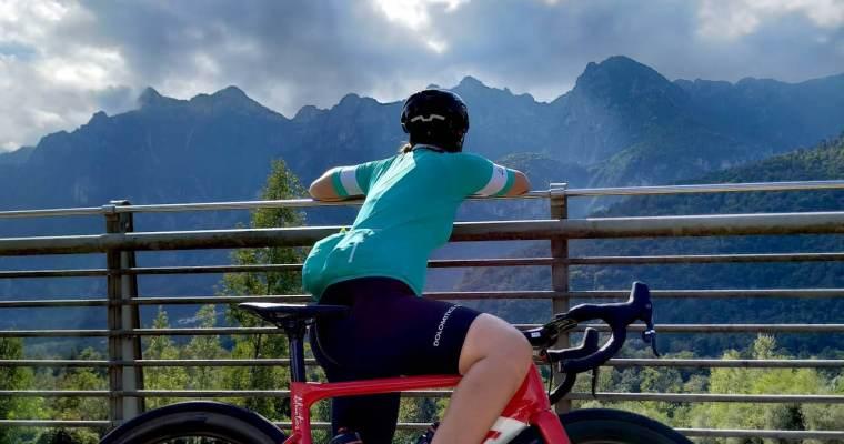 Una ragazza solitaria in montagna (da sola): ecco perchè sembra così strano