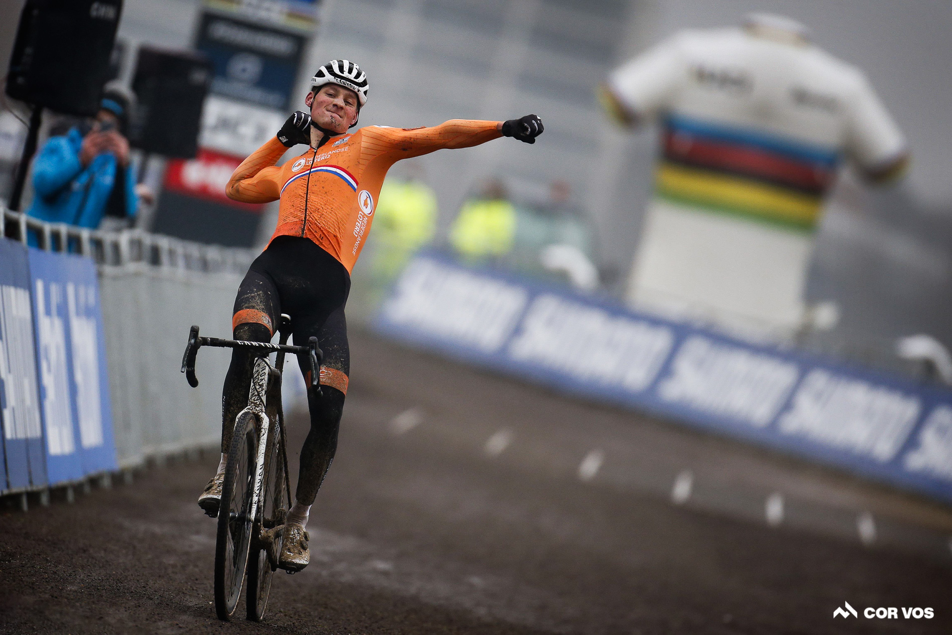 van der poel wins cx worlds climber sprints in france daily news cyclingtips