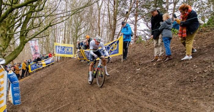Solo Mathieu Van der Poel - Cyclo-cross Bruxelles 2020 - Alain Vandepontseele