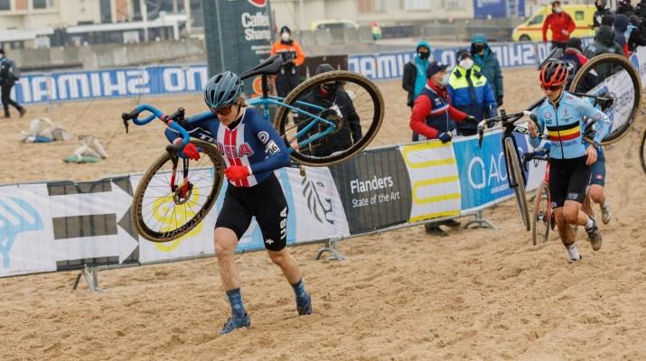 Katie Compton à pied - Championnats du monde cyclo-cross 2021 - Alain Vandepontseele
