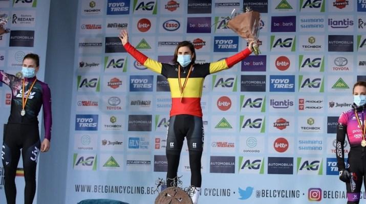 Podium Lotte Kopecky Sanne Cant Alicia Franck - Championnats de Belgique cyclo-cross 2021 - Alain Vandepontseele