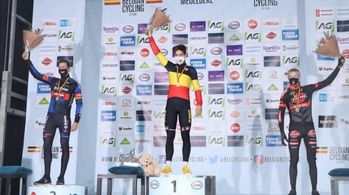 Podium Toon Aerts Wout van Aert Michael Vanthourenhout - Championnat de Belgique de cyclo-cross 2021 - Alain Vandepontseele