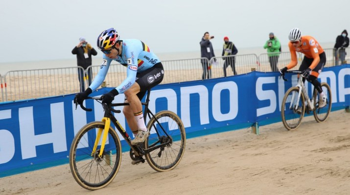 Wout van Aert Attaque - Championnats du monde de cyclo-cross 2021 - Alain Vandepontseele