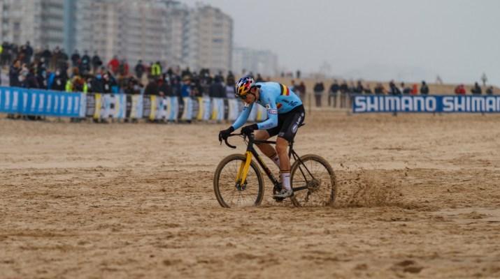 Wout van Aert Poursuite - Championnats du monde de cyclo-cross 2021 - Alain Vandepontseele