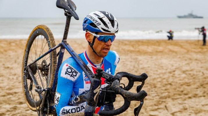 Zdenek Stybar à pied - Championnats du monde de cyclo-cross 2021 - Alain Vandepontseele