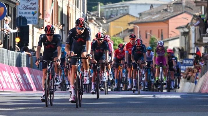 Peloton - Arrivée 18e étape Tour d'Italie Giro 2021 - RCS Sport La Presse Massimo Paolone