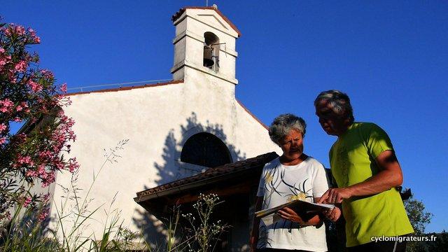 Briefing devant la chapelle