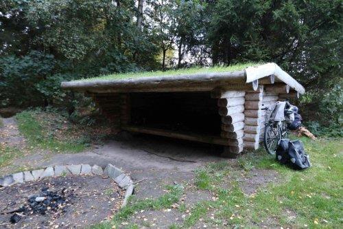 Shelter avec toiture végétalisée pour la nuit