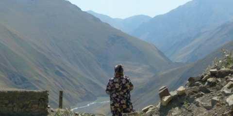 Old woman in Xinaliq (Kinalug)