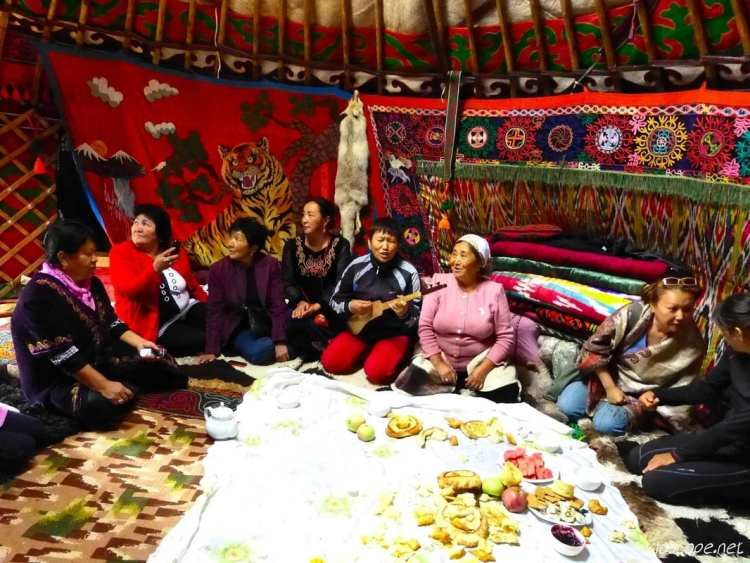 kyrgyz wamen yurt