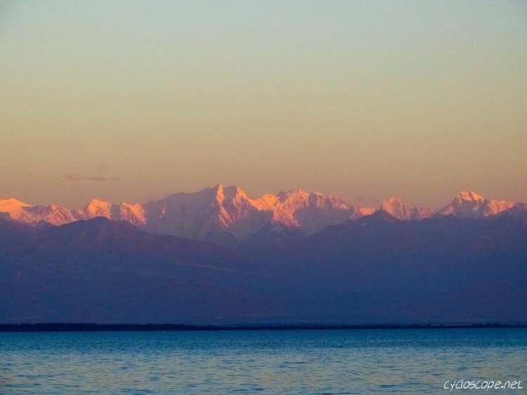 lago Issyk Kul Terskey Ala-Too catena montuosa