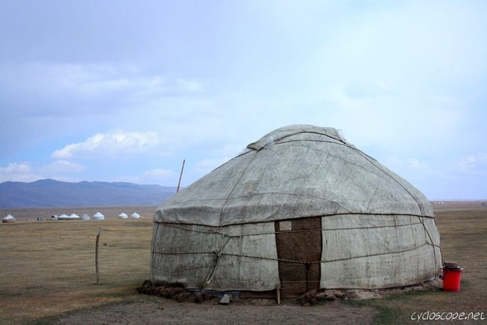 Song Kul: un Lago Vicino al Cielo (o Fat your Herds and Get Away) 9