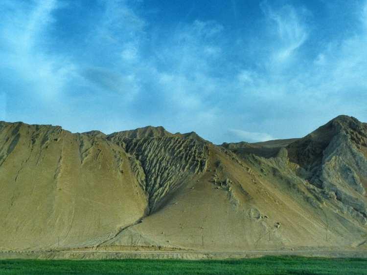 montagne fiammeggianti vicino a Turpan