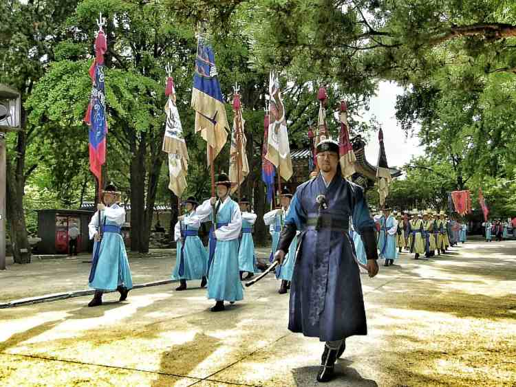 best seoul guard ceremony Gyeongbok palace